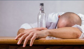 How many calories are there in alcoholic beverages?